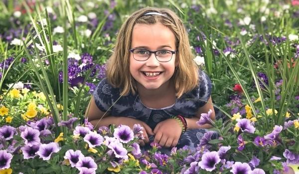 Girl_in_Garden
